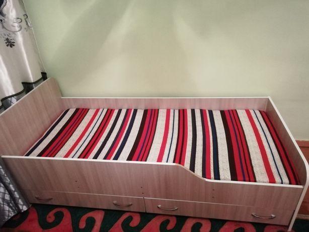 Почти новый детский кровать