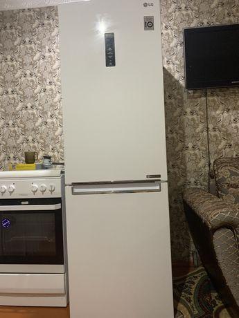 Продам холодильник и газ плиту