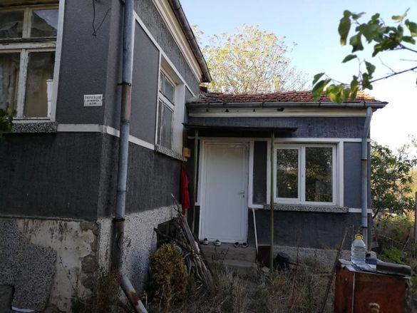 къща в с.Тънково обл.Бургас с 1 дка двор с кладенец застроена площ 13