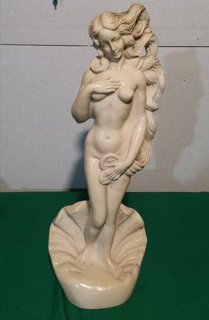 Statueta domnisoara.