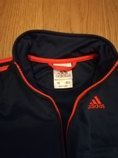 Vând trening Adidas pentru băieți cca. 2 ani