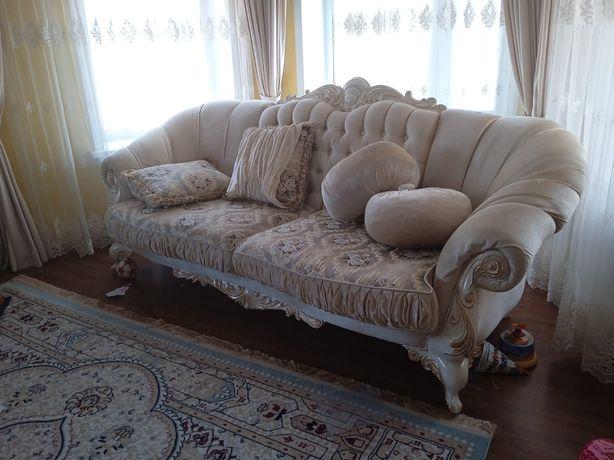 Диван с креслам для гостинной