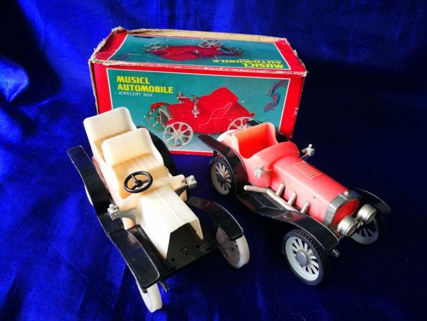 Lot 2 masinute rusesti vechi din plastic. Jucarie Masina de epoca.