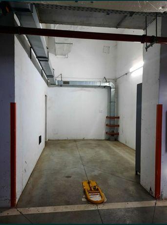 Închiriez garaj la subsol QUADRA2 LUJERULUI