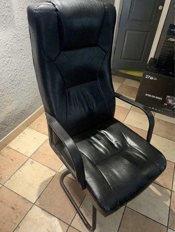 Продам большие офисные кресла
