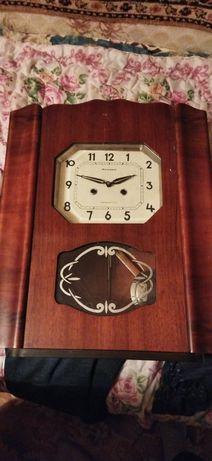 Продам Советские Часы  Каждые пол часа бой в рабочем состоянии.