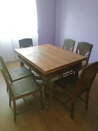 Vând masa veche extensibila cu 6 scaune