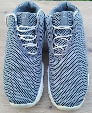 Ghete baschet Nike Air Jordan Future Low Grey Mist, 38.5 stare f buna