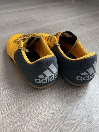 Футболни обувки за зала Adidas