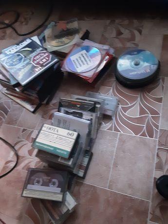 Отдадим в хорошие руки маг ‐ кассеты, диски ‐ караоке, видеокасеты...