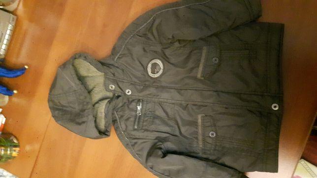 Продам куртку на мальчика. Размер: 3-5 лет. Сезон: весна и осень.