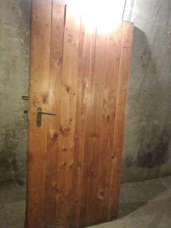 Дървена врата за механа