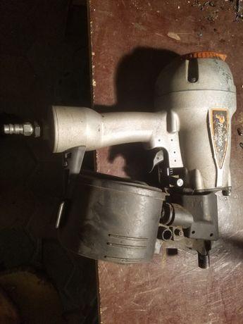 Pistol pneumatic profesional de impuscat cuie de 7 cm