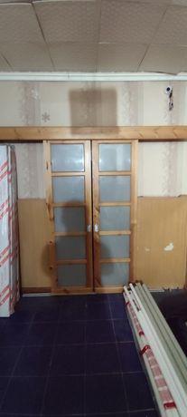 Продам раздвижные деревянные двери со стеклом