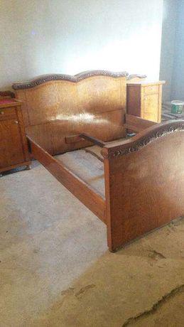 Dormitor vintage din lemn de cires cu trandafir sculptat manual