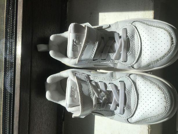 Adidasi Nike Fetite