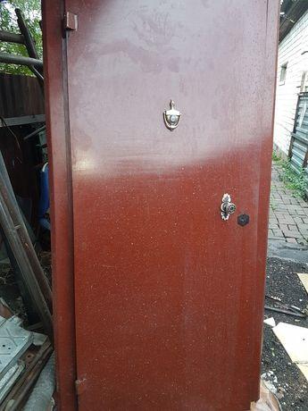 Продам железную дверь за тридцать  тысяч тенге  в отличном состоянии т