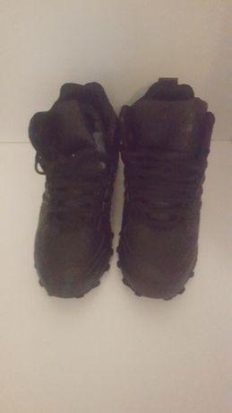 Продам зимние кроссовки 41 маломерка на 39 размер новые