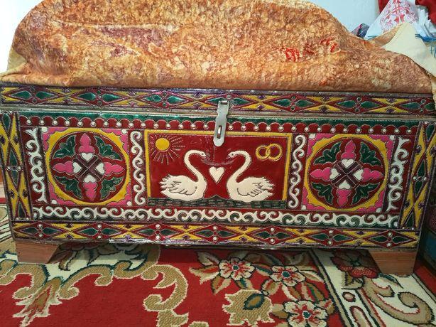 Продам сундук, шкаф, диван с двумя креслами и кровать двухспальный