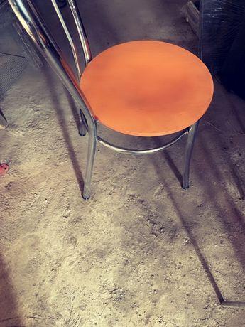 Vand 2 scaune 50 lei bucata negociabil