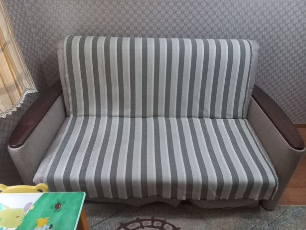 Срочно продам диван