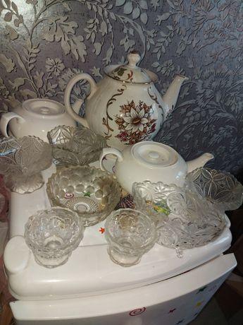 Продам все что надо фото 1 большой чайник,2 маленьких и вазочки