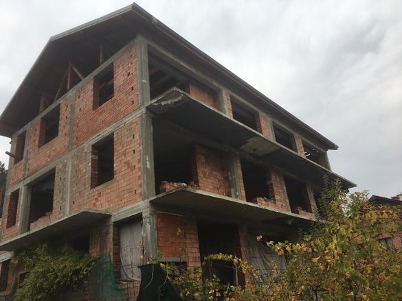 Сграда за жилищна кооперация или хотел