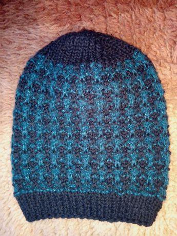 Зимни шапки и плетени ленти.