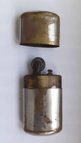 Veche bricheta cu benzina din bronz argintat
