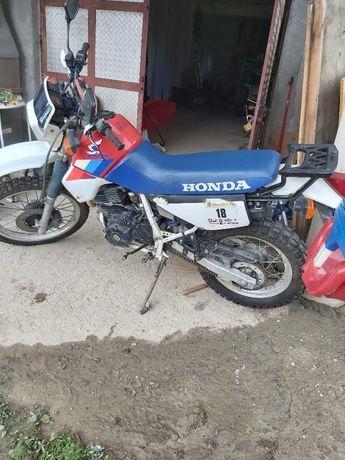 Motocicletta honda xl 600