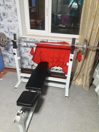 Лежак для тренировок. Штанга.