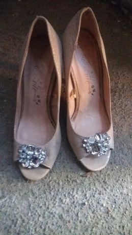Sandalute noi noute