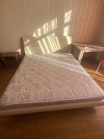 Кровать с матрасом 2.2 х 1.9 м