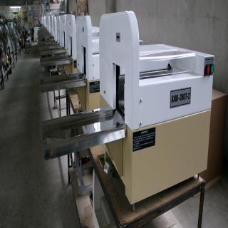 1.Машина за рязане на хляб хлебонарезната машина АХМ-300Т служи за на