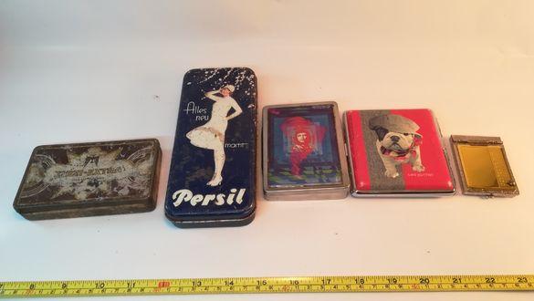 Стари метални кутии и табакери