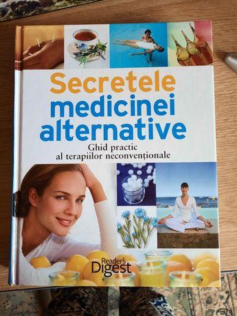 Vând carte cu secretele medicinei alternative.