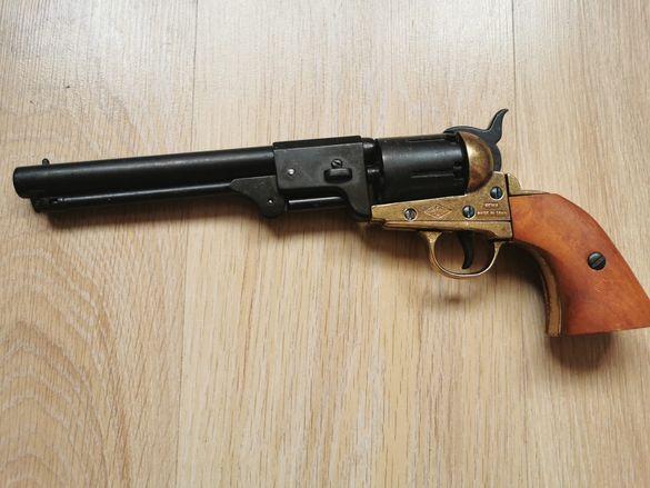 Капсулен пистолет автентичен преднопълнещ револер
