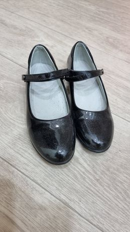 Продам обувь на девочку за все 10 000тг.