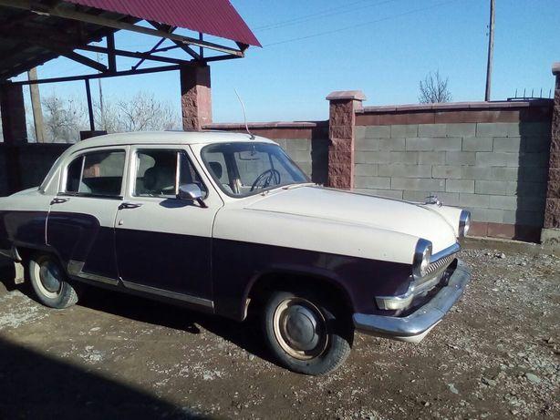 Ретро автомобиль марки ГАЗ-21.