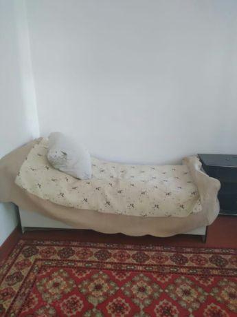 Продаю односпальную кровать метр на метр 80