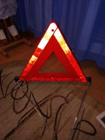 Triunghi reflectorizant nou la cutie