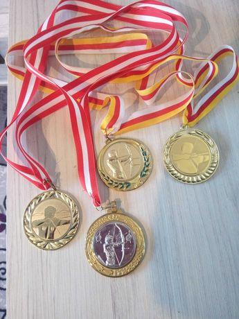 Медали от турнири по стрелба с лък