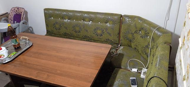 Кухонный стол. И табуретки 6 шт