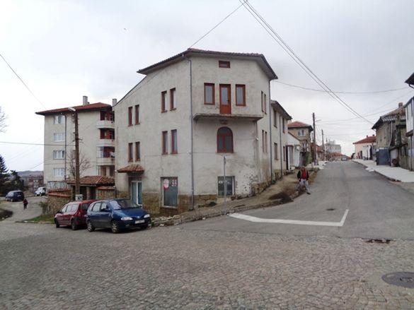 Масивна къща в гр. Омуртаг