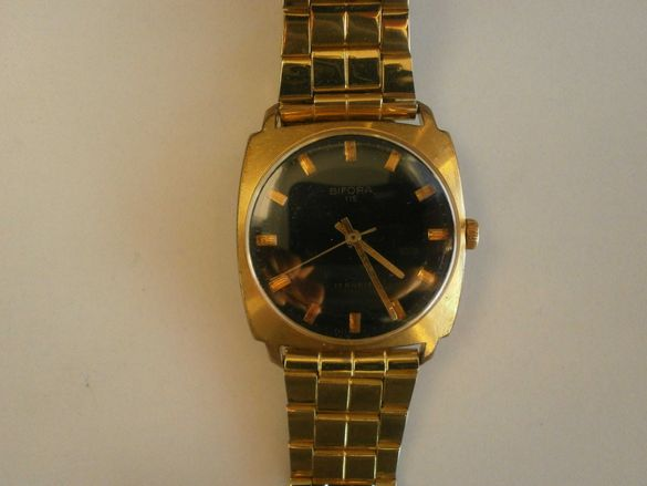 Bifora 115, 17 рубинови камъка; ръчно навиване, лек и тънък часовник