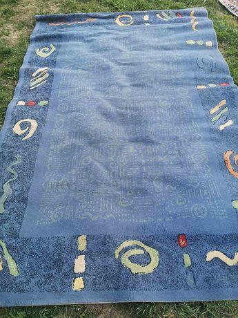 Продавам килим..