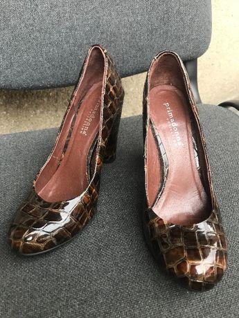 Нови лачени обувки