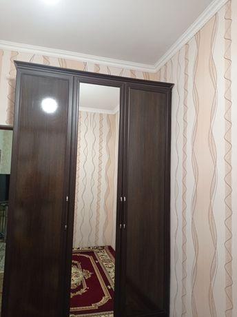 Шкаф коричневый для спальных комнат