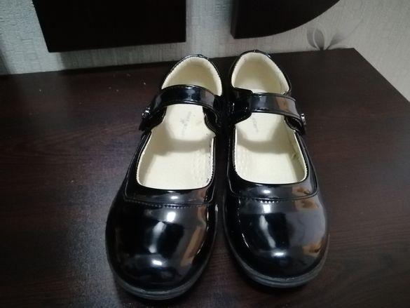 Лачени обувки за момиче, 31 номер