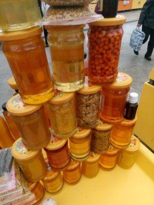 Miere de albine naturală .